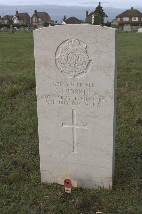 Leighton Buzzard War grave of C. Smooker